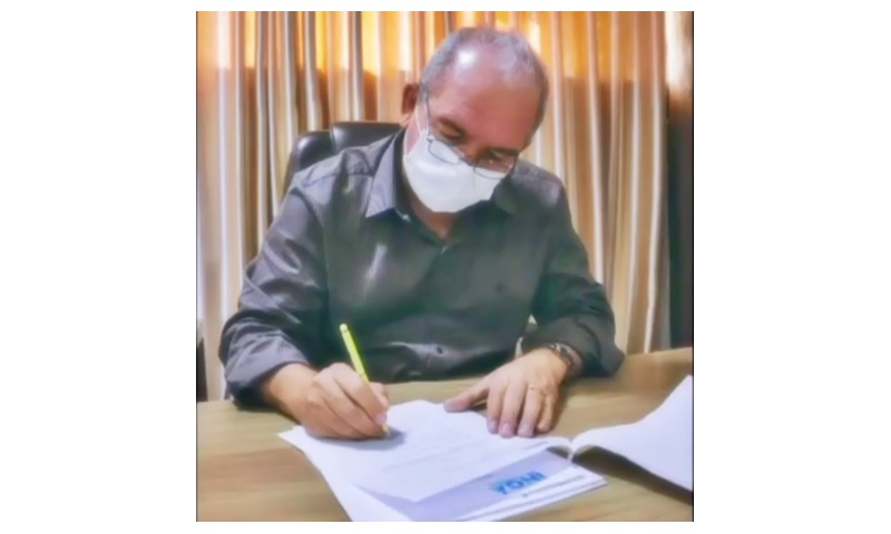 Prefeito Robério Burity assina adesão ao consórcio de municípios brasileiros para compra de vacinas contra a Covid-19